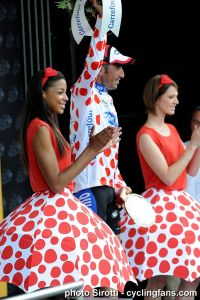 2010_tour_de_france_stage10_jerome_pineau_podium_girls1